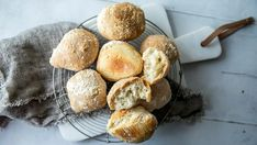 Eltefrie rundstykker 20 Min, Omelette, Bread Baking, Scones, Dips, Sandwiches, Muffin, Yummy Food, Favorite Recipes