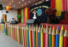 Fairview Kindergarten Graduation – The Abstract – Site Today - Gartenkunst Graduation Crafts, Pre K Graduation, Kindergarten Graduation, Graduation Decorations, School Decorations, Soft Board Decoration, Kids Church, Art Party, Classroom Decor