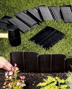 Set your garden beds apart from walkways, paths, and lawn areas with easy-to-install decorative landscape edging products. Plastic Lawn Edging, Plastic Landscape Edging, Lawn And Landscape, Garden Edging, Lawn And Garden, Garden Beds, Design Cour, Sloped Garden, Yard Design