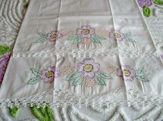 Vintage Dogwood Flowers Pillow Cases (pair) in to Excellent Condition