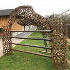 Thin is an awesome horse sculpture!!!!! Share if you like it too!