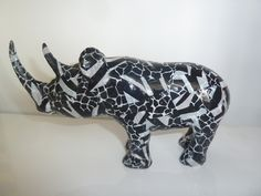 Retro Vintage African hand carved Rhino £9.00