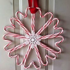 Christmas will be here before you know it. Check out these simple craft projects you can whip up in a weekend.          Tree Branch ...