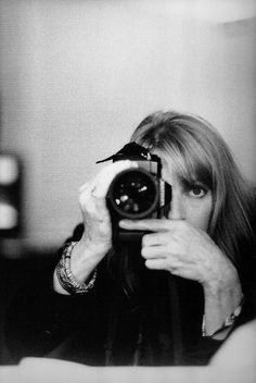 Linda McCartney: Life in Photographs, from Taschen. It is a retrospective volume – selected from Linda McCartney's archive of over images – produced in close collaboration with Paul McCartney and their children. I can't recommend it highly enough. Self Portrait Photography, Film Photography, Famous Self Portraits, Linda Eastman, Paul And Linda Mccartney, Stella Mccartney, Beauté Blonde, Girls With Cameras, Famous Photographers