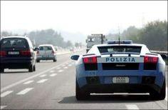 Cada país tem a polícia que merece | Na Itália, a polícia usa um Lamborghini