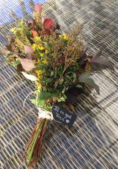 Lag en fin bukett til en god venn. Koselig gave å få:) Grapevine Wreath, Grape Vines, Wreaths, God, Plants, Home Decor, Dios, Decoration Home, Door Wreaths