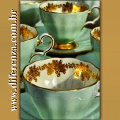 INTERIOR'S LIFE DIFERENZA HOME / LOUÇAS  Presentes de Natal www.diferenza.com.br  #diferenzahome  #louça #xicaras #pratosdesobremesa #café #presentesdenatal #natal #charme #mesapronta #pratodebolo #xicaraspintadasamão #feitoamão  #kikieflavia #saopaulo #casavogue #design #luxo #elledecor #casaejardim #casaclaudia #desert #luxurydetails #decoração