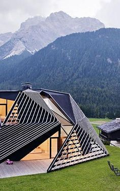 PLASMA Studio shook up the look of a quaint hamlet in the Italian Alps with the addition of this angular, timber-lattice residence linked to a more traditional villa #Modern #Architecture Cabinet D Architecture, Modern Architecture, Scene Photo, Fractals, Grid, Park, Culture, Magazine