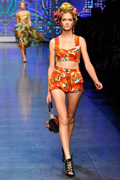 Review - Dolce & Gabbana Spring 2012 - Dolce & Gabbana - Collections - Vogue