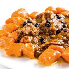 Vaddisznó áfonyamártásban, paprikás gnocchival Gnocchi, Dishes, Chicken, Meat, Recipes, Food, Red Peppers, Tablewares, Essen