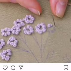 Basic Embroidery Stitches, Hand Embroidery Videos, Embroidery Stitches Tutorial, Embroidery Flowers Pattern, Flower Embroidery Designs, Learn Embroidery, Embroidery Hoop Art, Crewel Embroidery, French Knot Embroidery