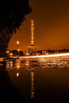 """""""Siegessäule Berlin - Golden Dream"""" stammt von ErieZona aus unserem aktuellen CEWE Fotowettbewerb https://contest.cewe-fotobuch.de/festival-of-lights-2016"""