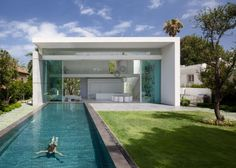 Moderne häuser mit terrasse  Modernes Haus mit schönem Garten - zuerkannt und sehr begehrt ...