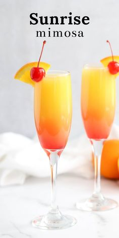Sunrise Mimosa ombre cocktail brunch cocktail how to make a mimosa champagne sparkling wine recipe with grenadine Brunch Drinks, Fun Drinks, Alcoholic Drinks, Beverages, Disaronno Drinks, Mimosa Brunch, Tequila Drinks, Liquor Drinks, Drink Wine