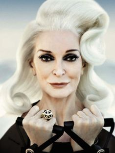 carmen dell'orefice - Ricerca Google Grey Hair And Makeup, Hair Makeup, Gray Hair, Carmen Dell'orefice, Sixties Fashion, White Outfits, Silver Hair, Old Women, Body Shapes