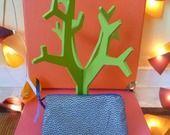 Aller simple pour Tokyo Vol n° 226 - Pochette Taille moyenne Tissu Japonais Violet à motifs graphiques dorés et zip bleu : Porte-monnaie, portefeuilles par une-embellie