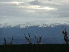 Montañas nevadas desde el Centro Asturiano.Ya llega el invierno por el movimiento de translación de la Tierra.