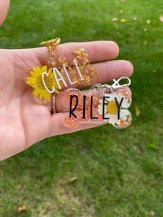 Diy Resin Projects, Diy Resin Art, Diy Resin Crafts, Dog Tags Pet, Custom Pet Tags, Resin Jewelry, Pets, Keychains, Cricut