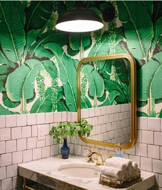 Home Decorating Style 2020 for 40 Lovely Jungle Bathroom Design Ideas, you can see 40 Lovely Jungle Bathroom Design Ideas and more pictures for Home Interior Designing 2020 2758 at Home To. Palm Wallpaper, Print Wallpaper, Wallpaper Ideas, Green Wallpaper, Tropical Wallpaper, Funky Wallpaper, Botanical Wallpaper, Wallpaper Decor, Bad Inspiration