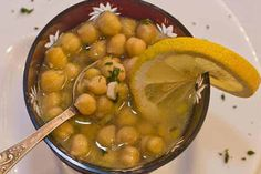 Ciorba minune care elimina paraziții intestinali… Iată ce simplu se prepară! – Secretele.com Chana Masala, Pickles, Cucumber, Beans, Food And Drink, Vegetables, Ethnic Recipes, Home, Beans Recipes