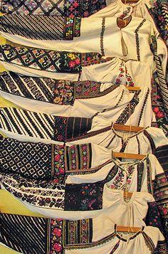 #Борщівська вишивка Folk Embroidery, Shirt Embroidery, Embroidery Fashion, Embroidery Patterns, Folk Costume, Costumes, Short Tops, Traditional Dresses, Costume Design