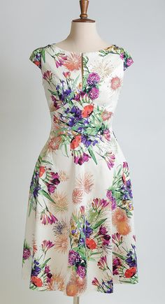 Summer dress floral dress made-to-measure dress mid-length dress mother of the bride dress cotton print dress wedding guest dress Trendy Dresses, Casual Dresses, Summer Dresses, Maxi Dresses, Floral Dress Outfits, Fashion Dresses, Floral Gown, Edgy Outfits, Skirt Outfits