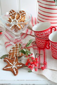 Mmmmmm! Red and white in my kitchen -- smells like hot chocolate and peppermint!