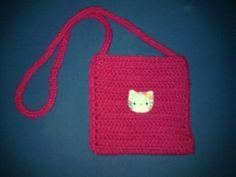 Bolsito a crochet o ganchillo con cara de Hello Kitty en fieltro