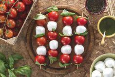 Ricetta Spiedini di pomodorini e mozzarelline - La Ricetta di GialloZafferano