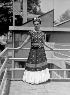 Museo Casa Azul de Frida Kahlo expone la ropa de la pintora - Terra México