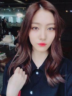 Bomin Kpop Girl Groups, Kpop Girls, Kim Sun, Fnc Entertainment, Fans Cafe, Face Claims, Cool Baby Stuff, Good Day, Korean Girl
