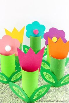 Toilet Paper Roll Flower Craft - these are the perfect Spring craft! Toilet Paper Roll Crafts Spring crafts Flower crafts Kids crafts Construction Paper Crafts via /bestideaskids/ Flower Crafts Kids, Spring Crafts For Kids, Halloween Crafts For Kids, Crafts To Do, Easter Crafts, Craft Flowers, Paper Crafts For Kids, Kids Garden Crafts, Paper Flowers For Kids