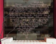 So kannst du mit einer Fensterfolie auf stilvolle Art und Weise überraschen und mitteilen, wie sehr du sie/ihn liebst.