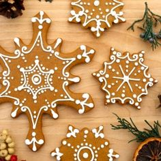 These iced snowflake gingerbread cookies were inspired by the Christmas display at the U.S. Botanical Gardens