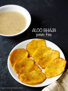 aloo bhaja recipe with step by step pics. aloo bhaja is a delicious cripsy fried potato recipe from bengali cuisine. easy to prepare aloo bhaja recipe. Asian Recipes, My Recipes, Snack Recipes, Snacks, Ethnic Recipes, Indian Potato Dishes, Fried Potatoes Recipe, Potato Sides, Yummy Food
