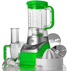 This Wolfgang Puck heavy-duty appliance is a three-in-one blender, food processor, and juicer, so you can save space in your cabinets. This kitchen appliance even has an ice-crushing mode that's perfect for parties. Best Food Processor, Blender Food Processor, Food Processor Recipes, Cooking Tools, Easy Cooking, Stainless Steel Kitchen Appliances, Baking Items, Healthy Recepies, Orange Kitchen