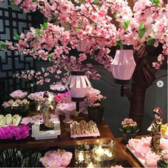 Fiesta temática Oriental Asian Party Decorations, Asian Party Themes, Chinese New Year Decorations, Quince Decorations, New Years Decorations, Wedding Decorations, Cherry Blossom Decor, Cherry Blossom Party, Japanese Theme Parties