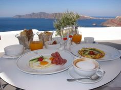 KIRINI Suites & Spa Santorini | Breakfast at the terrace of the suite
