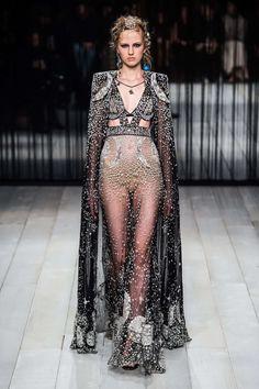 Alexander McQueen Automne/Hiver 2016, Womenswear - Défilés (#24518)