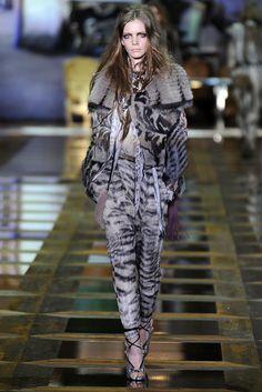 Roberto Cavalli Fall 2010 Ready-to-Wear Fashion Show - Sophie Srej