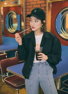 The Best Examples for Korean Street Fashion Korean Street Fashion, Asian Fashion, Love Fashion, Fashion Outfits, Korean Street Style Summer, Byun Jungha, Korean Photography, Rolled Up Jeans, Min Yoonji