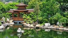 Strolling in the Japanese garden is just like stepping into a sanctuary! Here goes top 10 elements for Japanese garden, hopefully will help you better appreciate this mesmerizing oriental landscaping style. Japanese Garden Landscape, Japanese Garden Design, Japan Garden, Japanese Bamboo, Garden Lanterns, Wooden Garden, Garden Stones, Gras, Green Plants