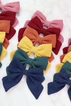 hair bow tutorial how to make . hair bow tutorial step by step . hair bow tutorial hairstyle half up Fabric Hair Bows, Diy Hair Bows, Diy Bow, Felt Hair Bows, Ribbon Hair Bows, Sewing Hacks, Sewing Tutorials, Sewing Tips, Tutorial Sewing
