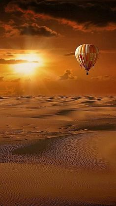 Hot air balloon drifting over the desert Pretty Pictures, Cool Photos, Landscape Photography, Nature Photography, Photography Tips, Beautiful Sunrise, Jolie Photo, Hot Air Balloon, Air Ballon