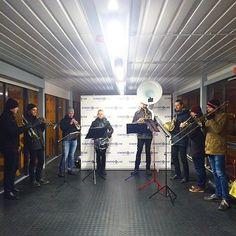Mahtava Santeri Halme & Auringonlaskun ratsastajat yllättivät laivaan nousevat matkustajat huippumusiikilla! 🎼✨⛴ #eckeröline #msfinlandia #suomi100 #sibeliusakatemia