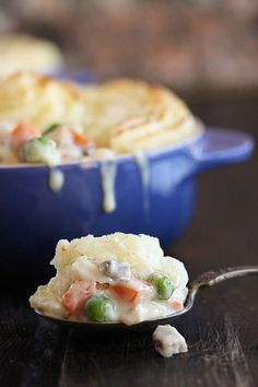 Turkey Shepherd's Pie   The Hopeless Housewife - a great way to use up your Thanksgiving leftovers!
