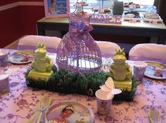 princess tiana party ideas | Check out the centerpiece for table. I thought the frogs were too cute ...