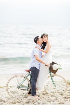 This Romantic Laguna Beach Engagement Session from Koman Photography features vast Pacific scenery, boba and macarons. Beach Engagement Photos, Engagement Shoots, Engagement Photography, Engagement Outfits, Pre Nuptial Photos, Coastal Wedding Centerpieces, Nautical Wedding Inspiration, Wedding Activities, Wedding Weekend