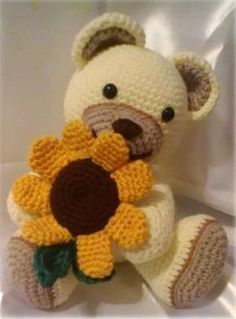 Vediamo come realizzare questo bellissimo orsetto! Grazie a MaryGurumi che ha ideato questo schema Crochet Amigurumi, Crochet Bear, Crochet Gifts, Amigurumi Patterns, Amigurumi Doll, Crochet Animals, Crochet Dolls, Doll Patterns Free, Baby Knitting Patterns
