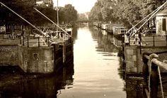 1940's. Haarlemmersluis at Singel in Amsterdam. #amsterdam #1940 #Singel #Haarlemmersluis